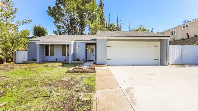 Photo 1 of 25 - 27734 Pine Hills Ave, Santa Clarita, CA 91351