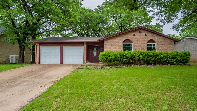 Photo 1 of 18 - 1300 Donley Dr, Euless, TX 76039