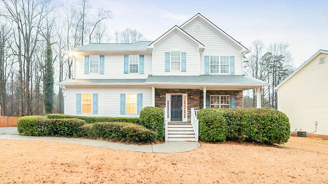 Photo 1 of 17 - 2795 Superior Dr, Dacula, GA 30019