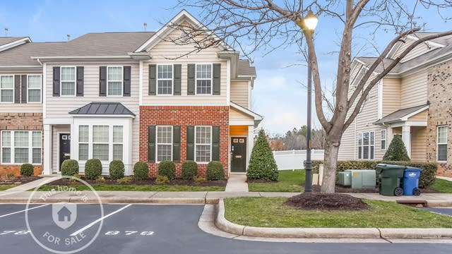 Photo 1 of 25 - 878 Cupola Dr, Raleigh, NC 27603
