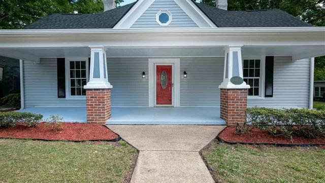 Photo 1 of 29 - 115 W Franklin St, Youngsville, NC 27596