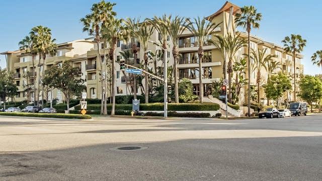 Photo 1 of 26 - 13200 Pacific Promenade #419, Los Angeles, CA 90094