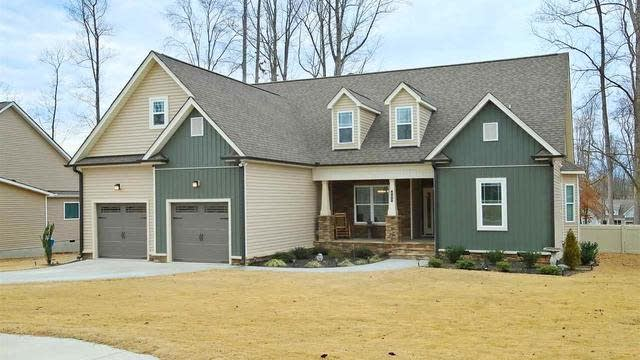 Photo 1 of 30 - 405 Forest Glen Dr, Youngsville, NC 27596