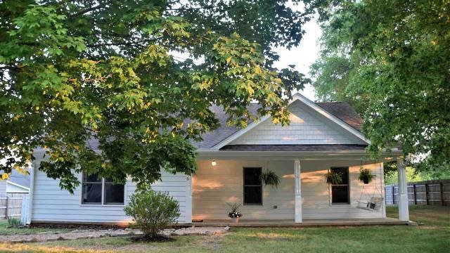 Photo 1 of 27 - 105 W Franklin St, Youngsville, NC 27596