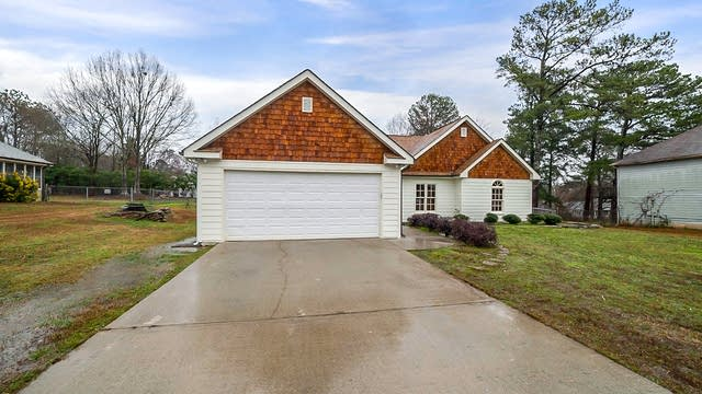 Photo 1 of 18 - 4220 Fox Chase Dr, Loganville, GA 30052