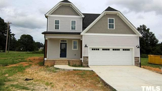 Photo 1 of 30 - 5 Eagle Chase Ct, Youngsville, NC 27596
