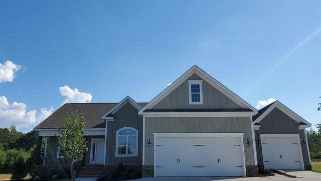 Photo 1 of 30 - 160 Meadow Lake Dr, Youngsville, NC 27596