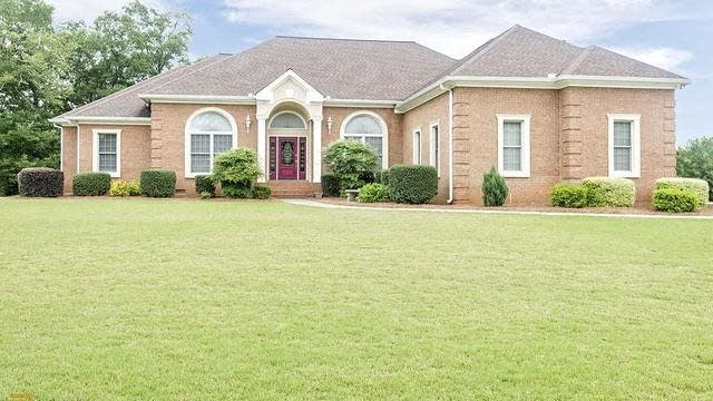 Photo 1 of 44 - 8094 Augusta Ct, Jonesboro, GA 30236
