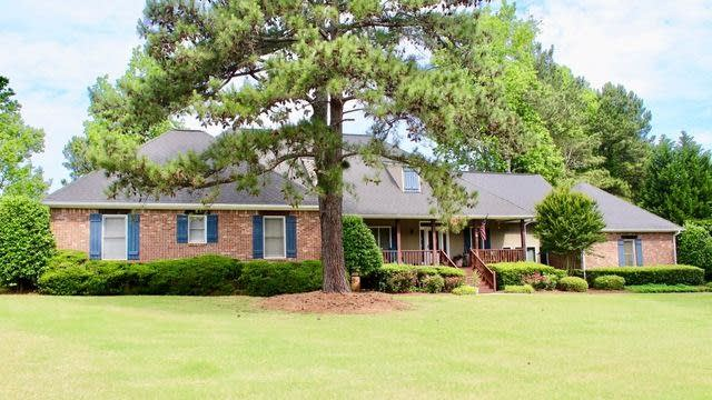 Photo 1 of 25 - 7943 Lake Ridge Dr, Jonesboro, GA 30236
