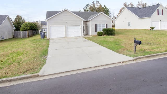 Photo 1 of 20 - 10675 Village Xing, Jonesboro, GA 30238