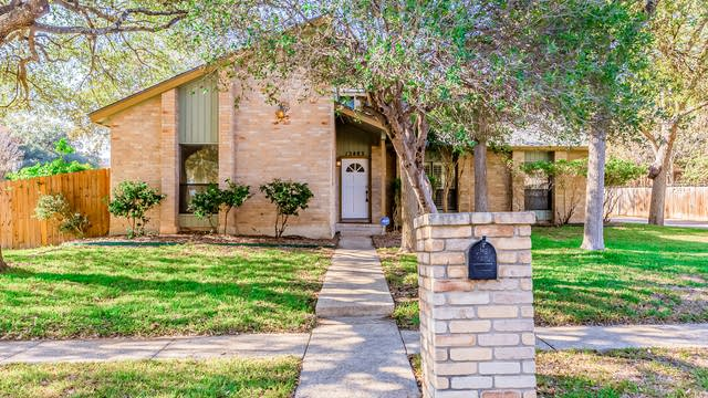 Photo 1 of 24 - 13403 La Vista Dr, San Antonio, TX 78216