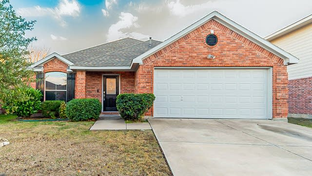 Photo 1 of 20 - 4921 Caraway Dr, Fort Worth, TX 76179