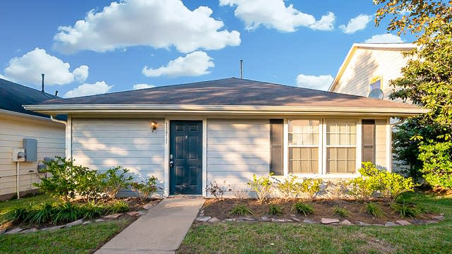 Photo 1 of 24 - 11911 Chanteloup Dr, Houston, TX 77047