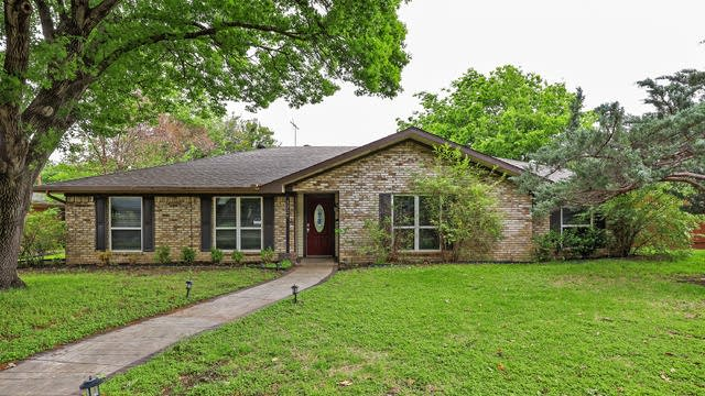 Photo 1 of 27 - 3229 Flowerdale Ln, Dallas, TX 75229