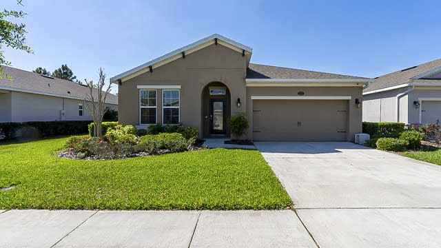 Photo 1 of 33 - 318 W Freesia Ct, Deland, FL 32724