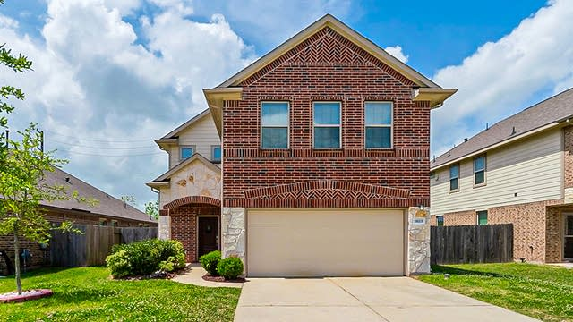 Photo 1 of 37 - 8115 Lemongrass Ave, Baytown, TX 77521
