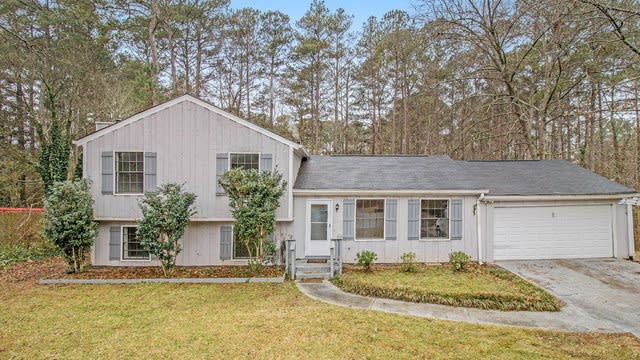 Photo 1 of 17 - 6777 Creekmoor Ln, Riverdale, GA 30296