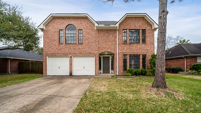 Photo 1 of 35 - 1039 Wentworth Dr, Pearland, TX 77584