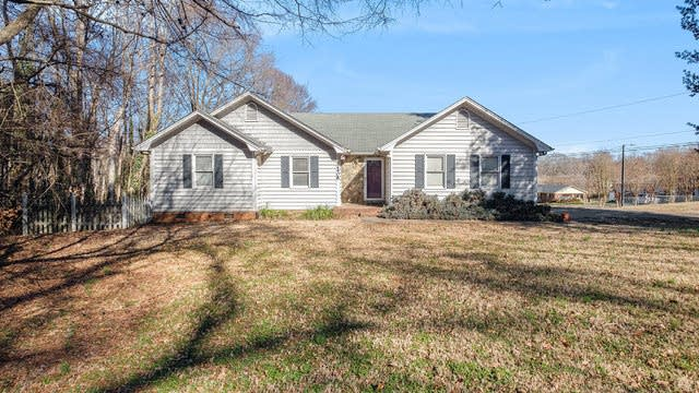 Photo 1 of 17 - 2408 Old Hickory Grove Rd, Mount Holly, NC 28120