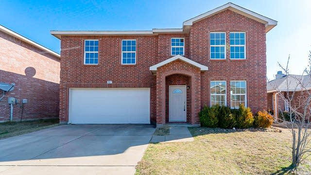 Photo 1 of 26 - 9017 Old Clydesdale Dr, Fort Worth, TX 76123