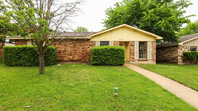Photo 1 of 27 - 7223 Chinaberry Rd, Dallas, TX 75249