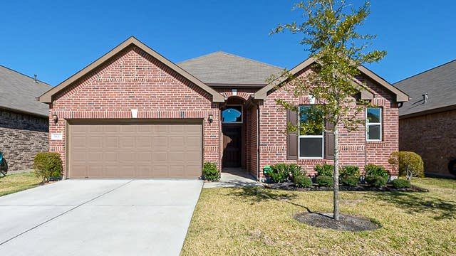 Photo 1 of 34 - 5839 Rivergrove Park Dr, Humble, TX 77346