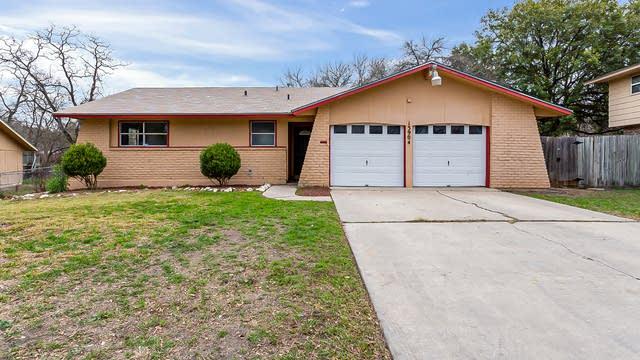 Photo 1 of 17 - 13904 Winding Hl, San Antonio, TX 78217