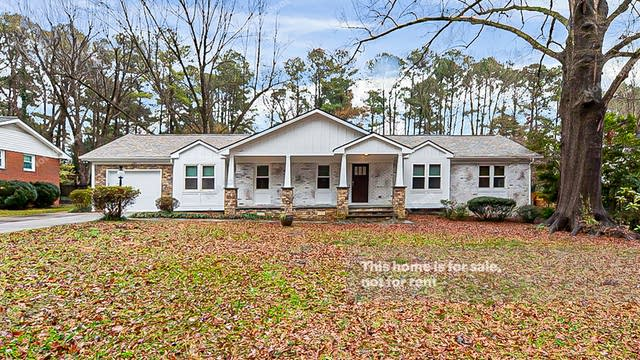 Photo 1 of 26 - 1124 Ivy Ln, Raleigh, NC 27609