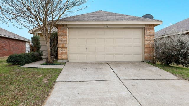 Photo 1 of 27 - 1332 Castle Ridge Rd, Fort Worth, TX 76140