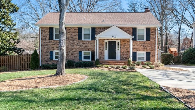 Photo 1 of 17 - 7513 Whistlestop Rd, Charlotte, NC 28210