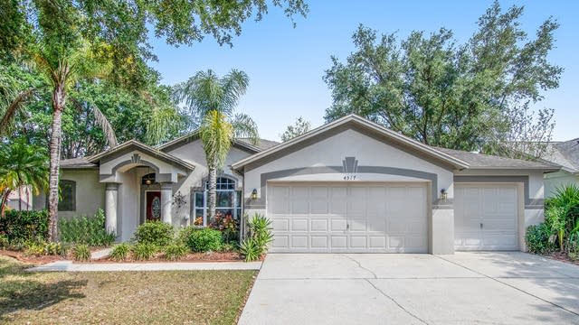 Photo 1 of 17 - 4517 Compass Oaks Dr, Valrico, FL 33596
