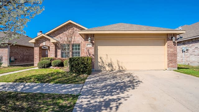 Photo 1 of 20 - 5716 Mountain Bluff Dr, Fort Worth, TX 76179