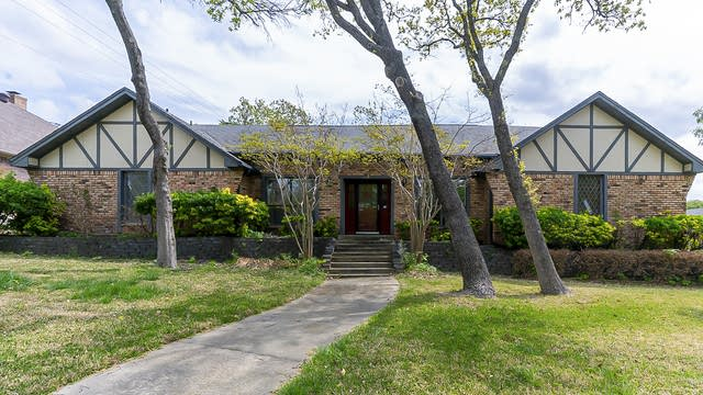 Photo 1 of 31 - 3 Timberline Dr, Roanoke, TX 76262