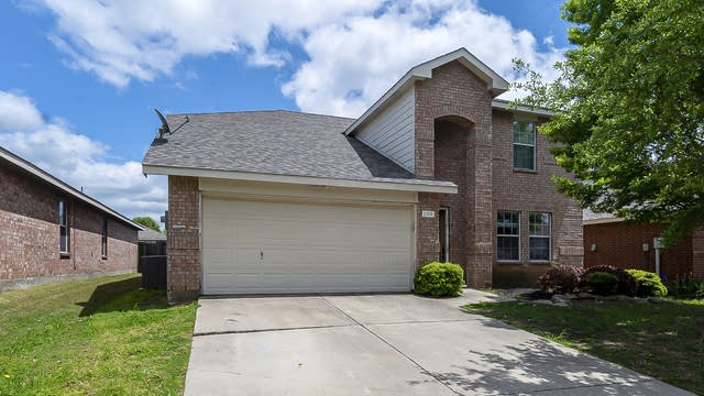 Photo 1 of 28 - 1208 Sage Dr, Princeton, TX 75407