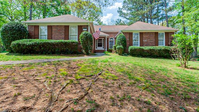 Photo 1 of 34 - 1040 Atherton Ln, Woodstock, GA 30189