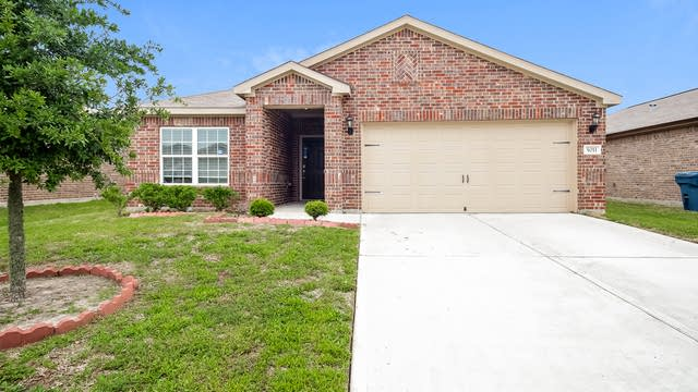 Photo 1 of 25 - 5011 Beck Ln, Rosenberg, TX 77469