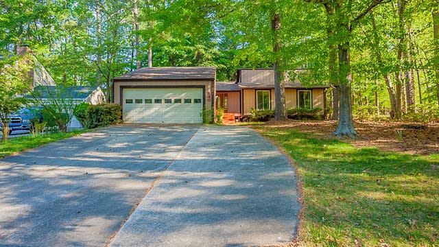 Photo 1 of 29 - 140 Hillside Ln, Roswell, GA 30076