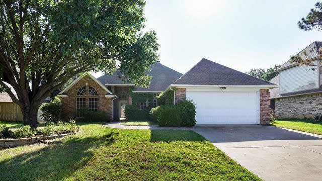 Photo 1 of 25 - 2302 Welch Pl, Mansfield, TX 76063