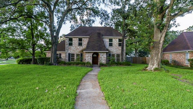 Photo 1 of 37 - 17538 Pinewood Forest Dr, Spring, TX 77379