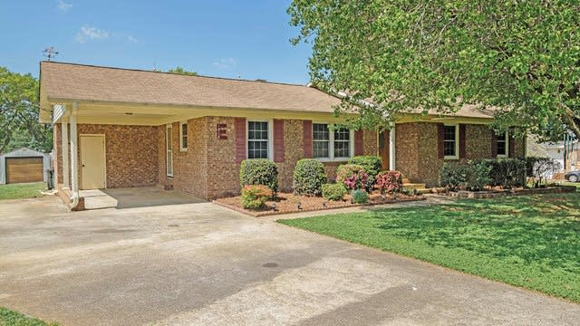 Photo 1 of 19 - 1518 Caro Mar Pl NW, Concord, NC 28027