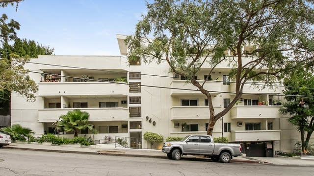Photo 1 of 26 - 960 Larrabee St #207, West Hollywood, CA 90069