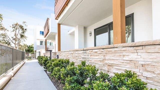 Photo 1 of 27 - 647 W 17th St, Costa Mesa, CA 92627