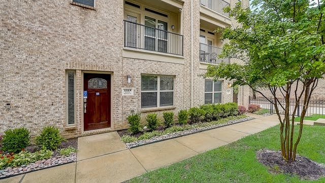 Photo 1 of 39 - 1318 Rancho Mirage Dr, Dallas, TX 75204