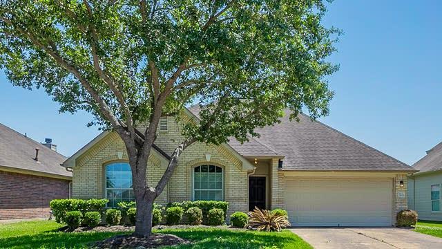 Photo 1 of 30 - 3923 Dogwood Bough Ln, Fresno, TX 77545
