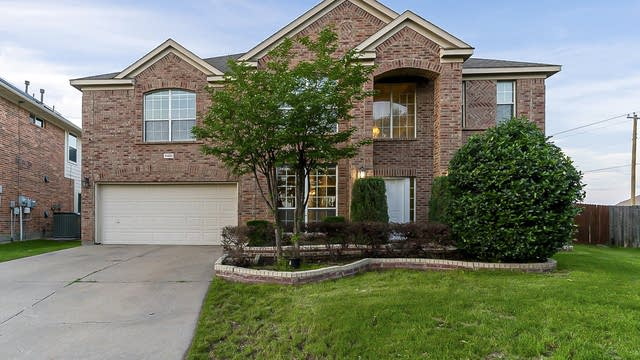 Photo 1 of 39 - 4400 Double Oak Ln, Fort Worth, TX 76123