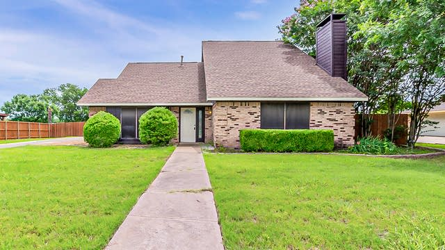Photo 1 of 22 - 4110 Blossom Dr, Sachse, TX 75048
