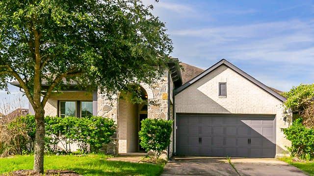 Photo 1 of 30 - 2935 Eden Trails Ln, Richmond, TX 77406