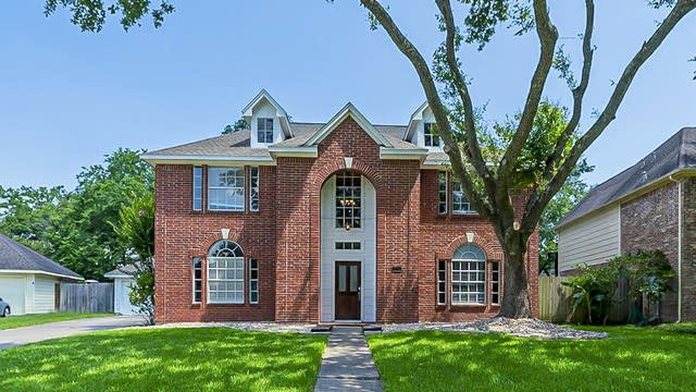 Photo 1 of 40 - 203 Turtlewood Dr, League City, TX 77573