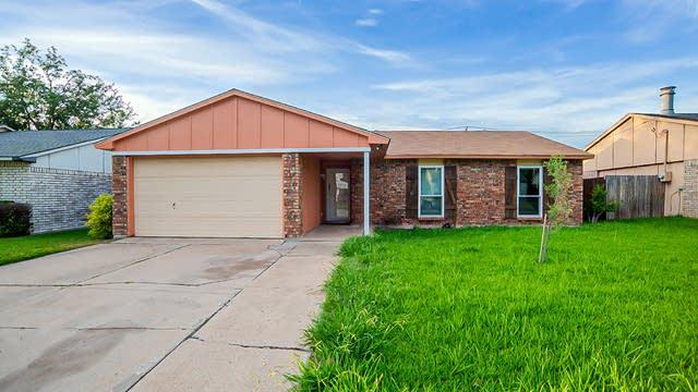 Photo 1 of 22 - 6841 Glendale Dr, North Richland Hills, TX 76182