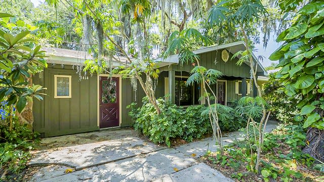 Photo 1 of 30 - 1414 Pine Tree Dr, Edgewater, FL 32132